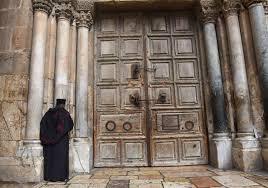 Ένα Πάσχα αλλιώτικο από τα άλλα. Ο Πανίερος Ναός της Αναστάσεως έκλεισε  μετά από 671 χρόνια ‹ The Royal Chronicles